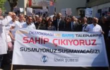 İzmir'de Sağlık Emekçileri  SÜRENKÖK ve  BAKAY için Eylemdeydi