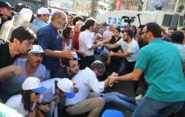 Diyarbakır'da İhraçları Protesto Eylemine Saldırı ve Gözaltı