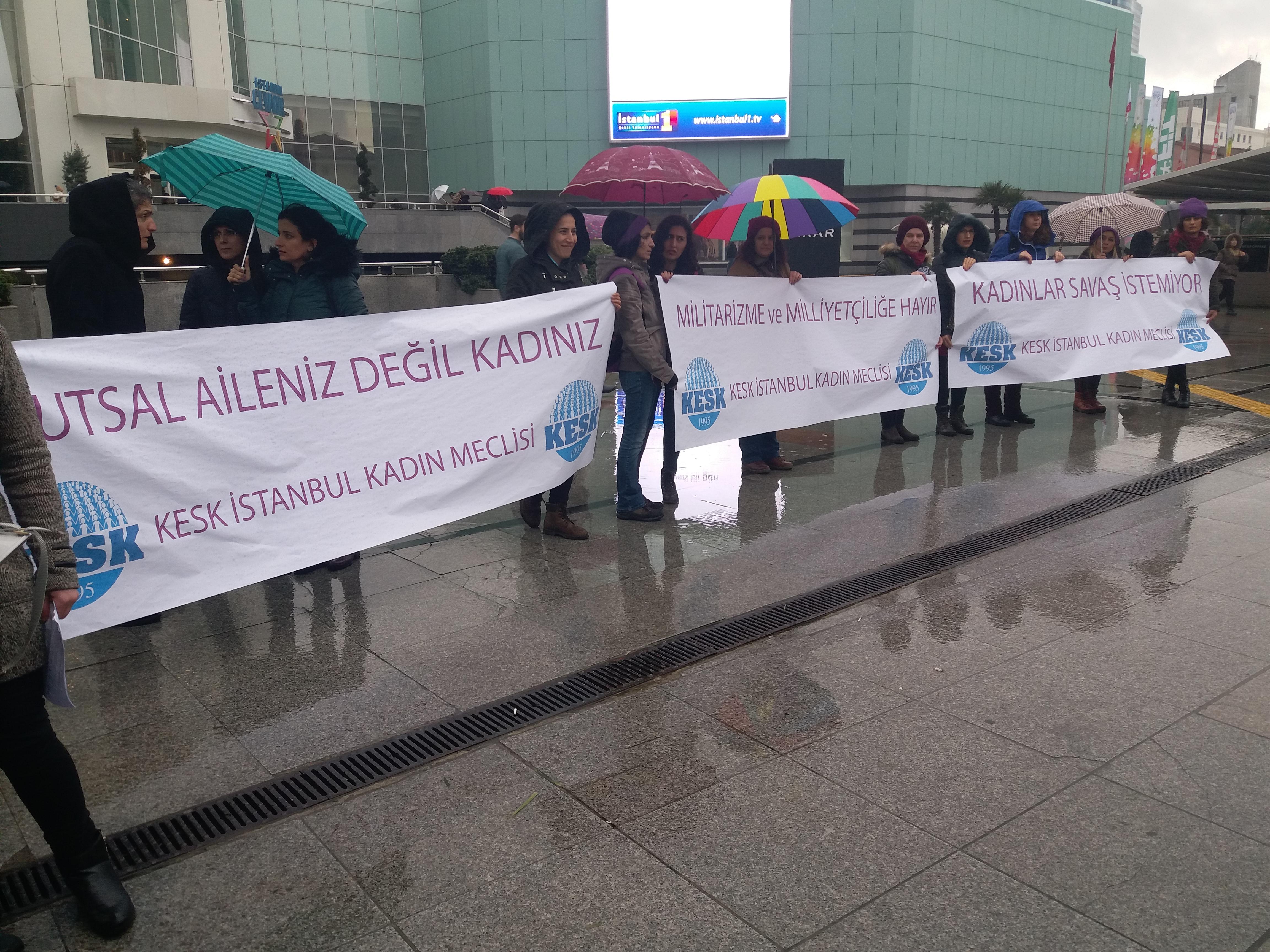 """İstanbul'da KESK'li Kadınlar """"Savaş İstemiyoruz"""" Dedi"""