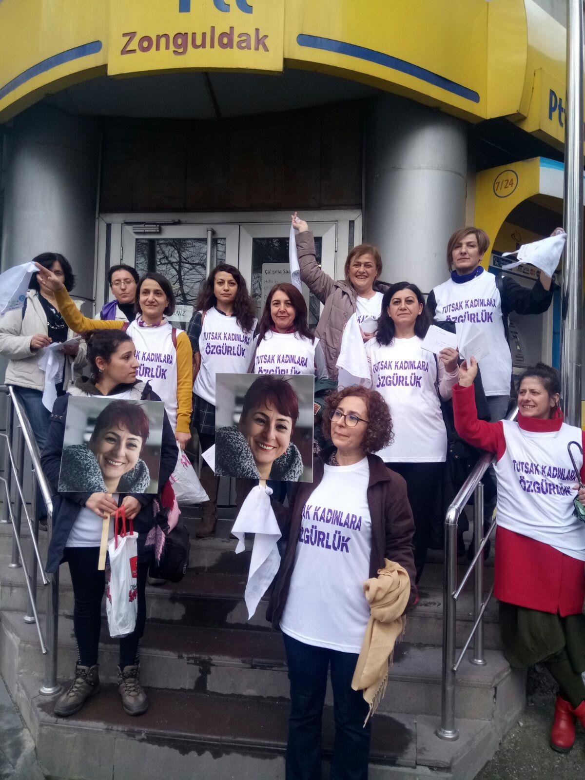 Zonguldak'ta Tutuklu Kadınlara Kart Gönderildi