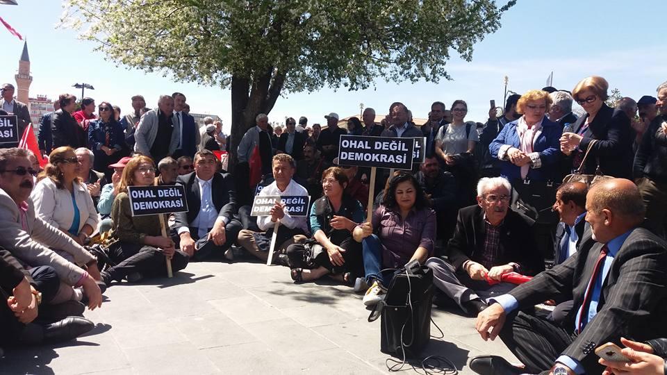 """Sivas'ta """"OHAL Değil Demokrasi"""" Eylemi"""