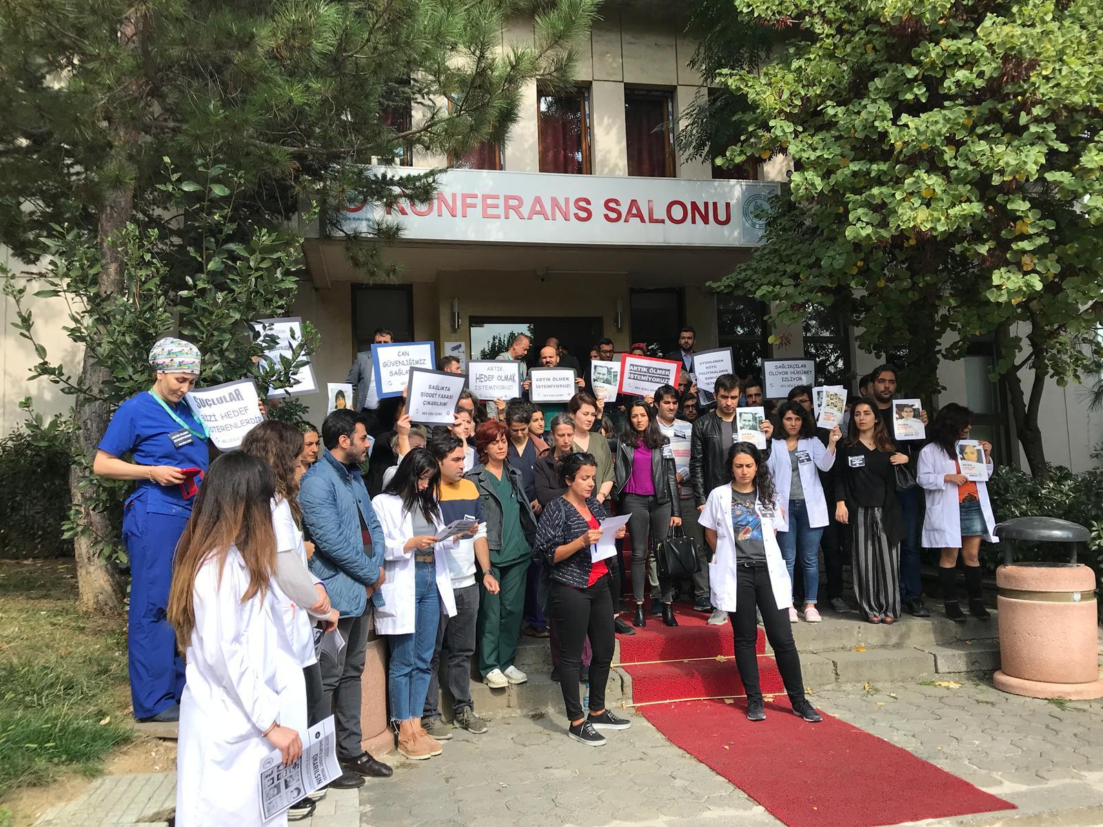 Dr. Fikret Hacıosman İçin İstanbul'da Hastane Önlerinde Anma Yapıldı