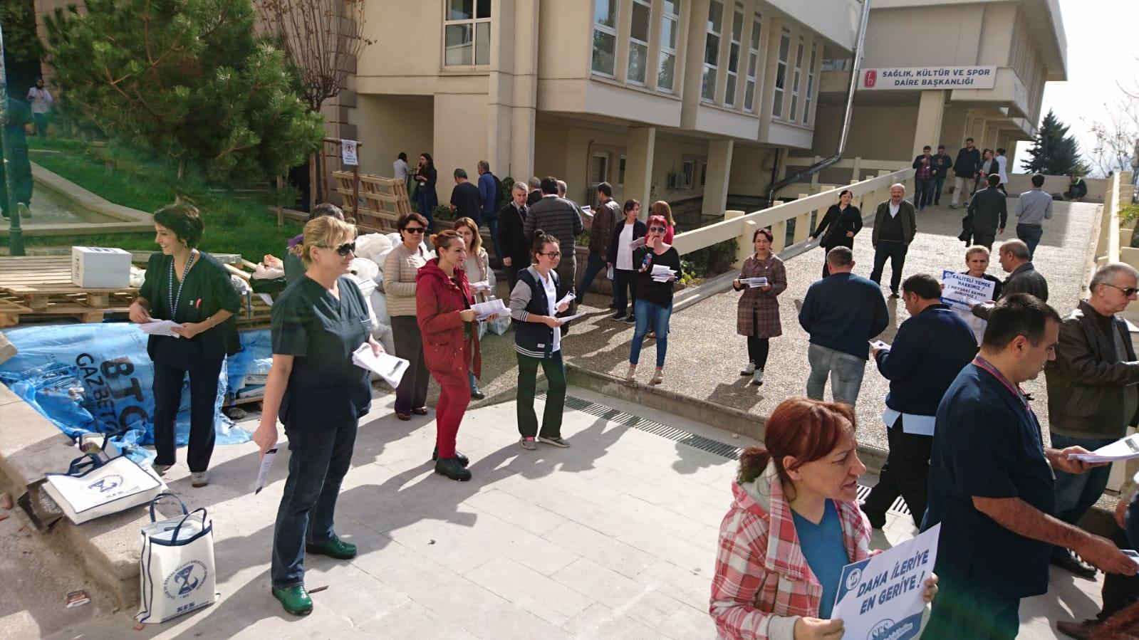 Ankara Şubemiz Hacettepe Üniversite Hastanesi'nde Çalışanların Sorunlarının Çözülmesi Talebiyle Bildiri Dağıttı
