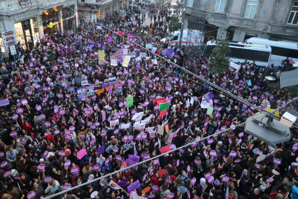 Kadınlar Yoksulluğa, Güvencesizliğe, Şiddete Karşı 25 Kasım'da Alanları Doldurdu