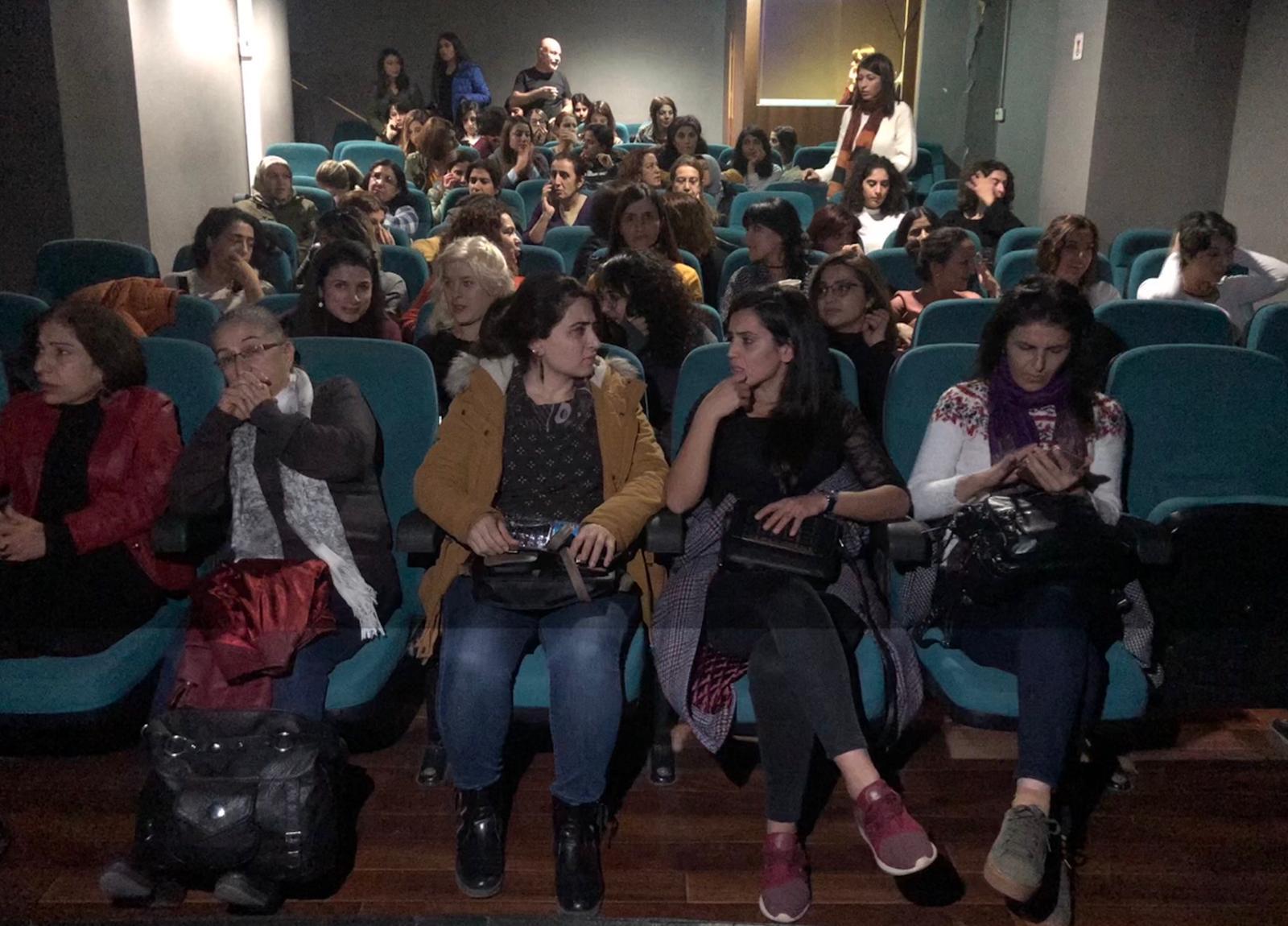 Diyarbakır'da Kadınlar Tiyatroda Buluştu