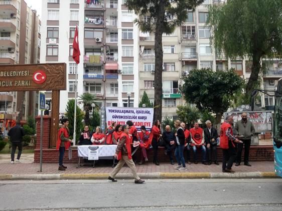 """Mersin'de """"Krizin Bedelini Ödemeyeceğiz, Krize Karşı Emeğin Haklarını Savunmak İçin Omuz Omuza"""" Bildirileri Dağıtıldı"""