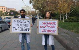 İhraç Hekimler Müdahaleye Rağmen Meclis Önünde Eylem Yaptı: Eğitim ve Çalışma Hakkımız Engellenemez