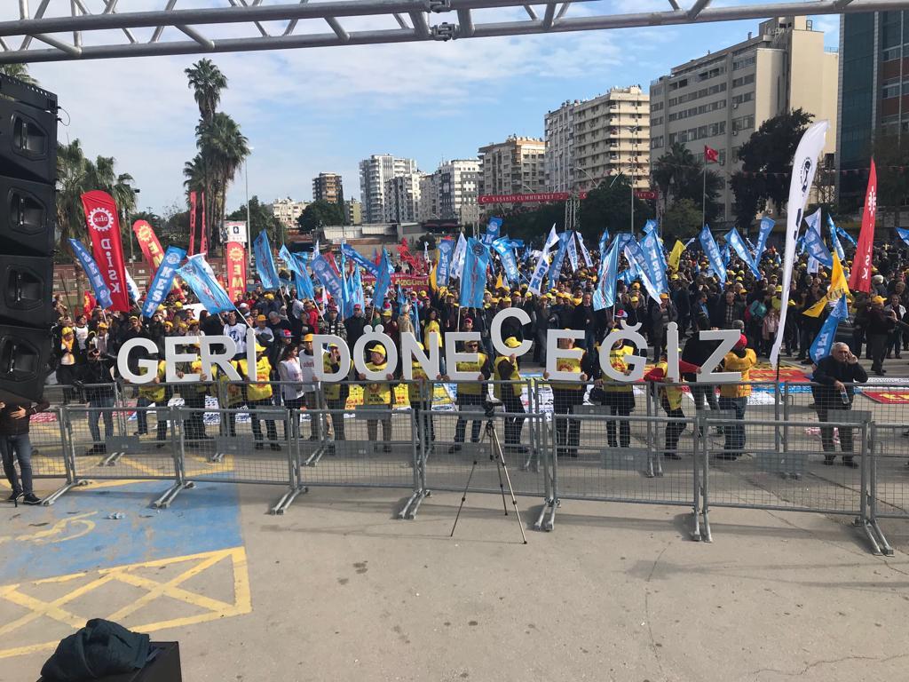 KESK Adana Bölge Mitingi Gerçekleştirildi: Yoksulluğa, İşsizliğe, Güvencesizliğe Karşı Birlikte Mücadeleye