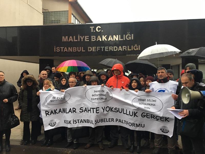 KESK'liler İstanbul'da Defterdarlık Önünde Bordrolarını Yaktı