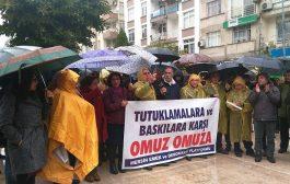 Tahliye Edilen KESK'lileri Karşılayan Mersin Emek ve Demokrasi Platformu: Baskılar ve Tutuklamalar Bizi Yıldıramaz