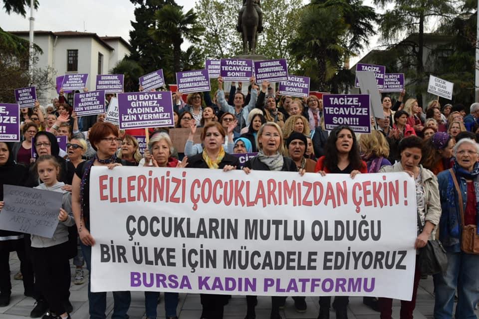Bursa Kadın Platformu'ndan Çocuk İstismarına Karşı Eylem
