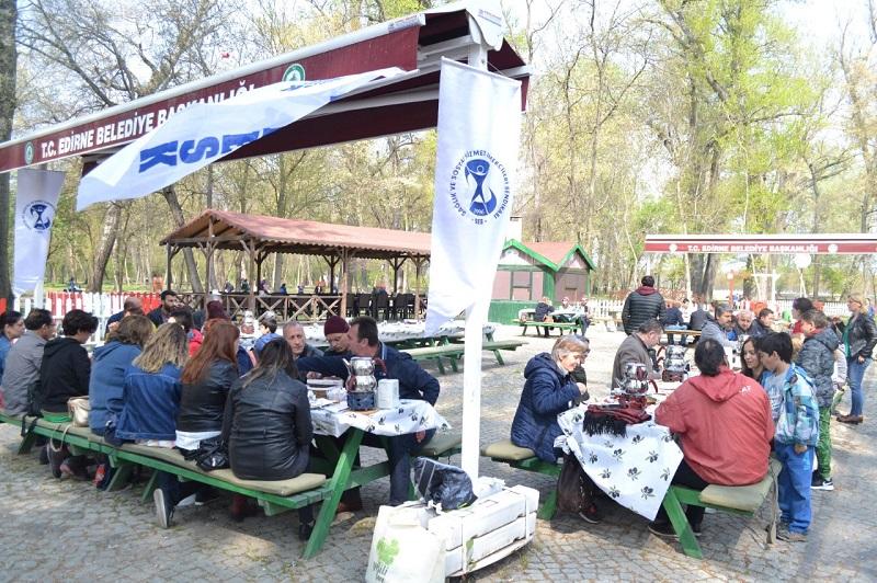 Dayanışma Kahvaltısı Düzenleyen Edirne Şubemiz 11 Mayıs Ankara Buluşmasına Çağrı Yaptı