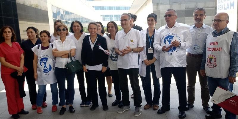 Mersin Şehir Hastanesi'nde Tüm Engellemelere Rağmen 1 Mayıs'a Çağrı Bildirileri Dağıtıldı