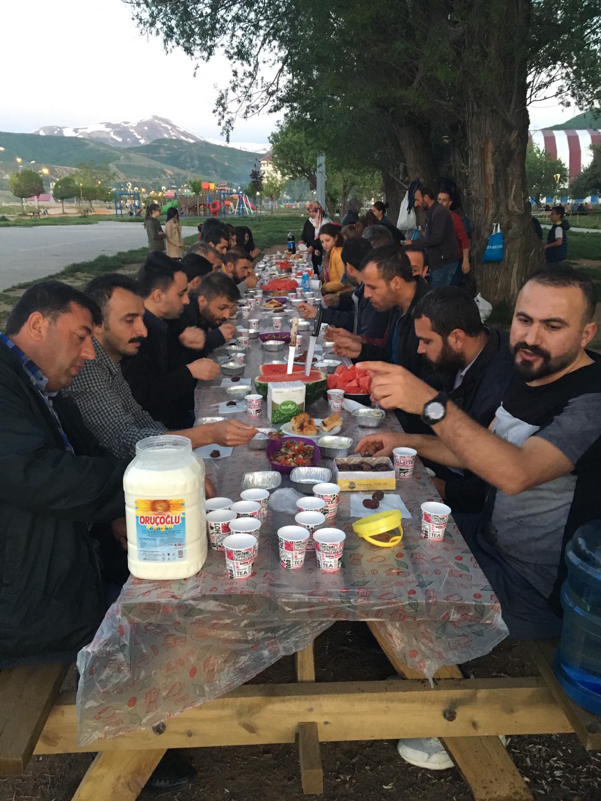 Bitlis'te İhraçlarla Dayanışma Yemeği Düzenlendi