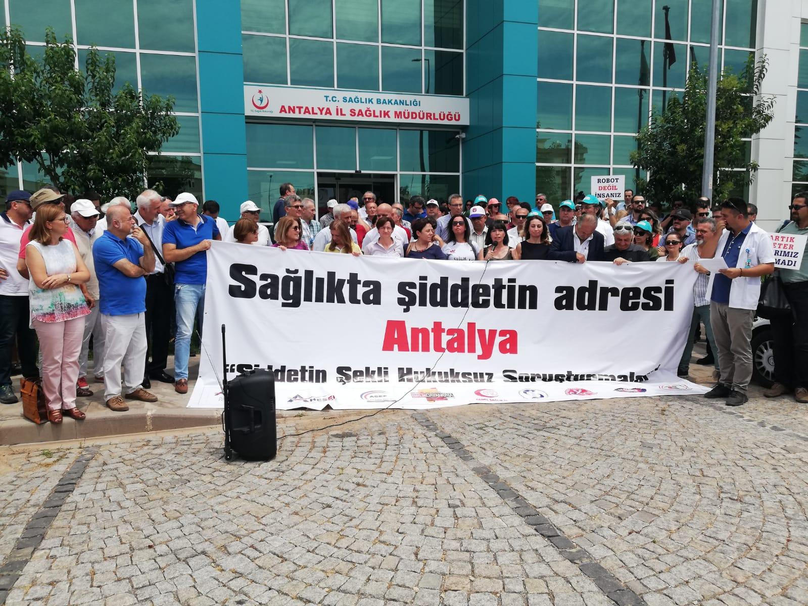 Antalya'da 104 Sağlık Çalışanına Yönelik Soruşturma Protesto Edildi