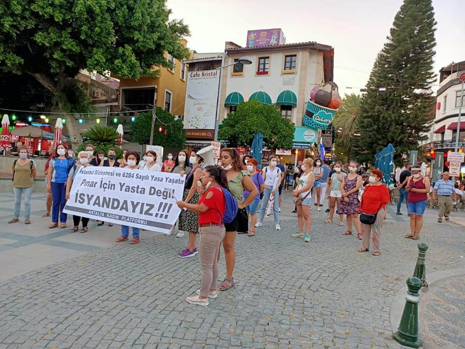 """Antalya Kadın Platformu; Meydanında """"Pınar İçin Yasta Değil İsyandayız"""""""