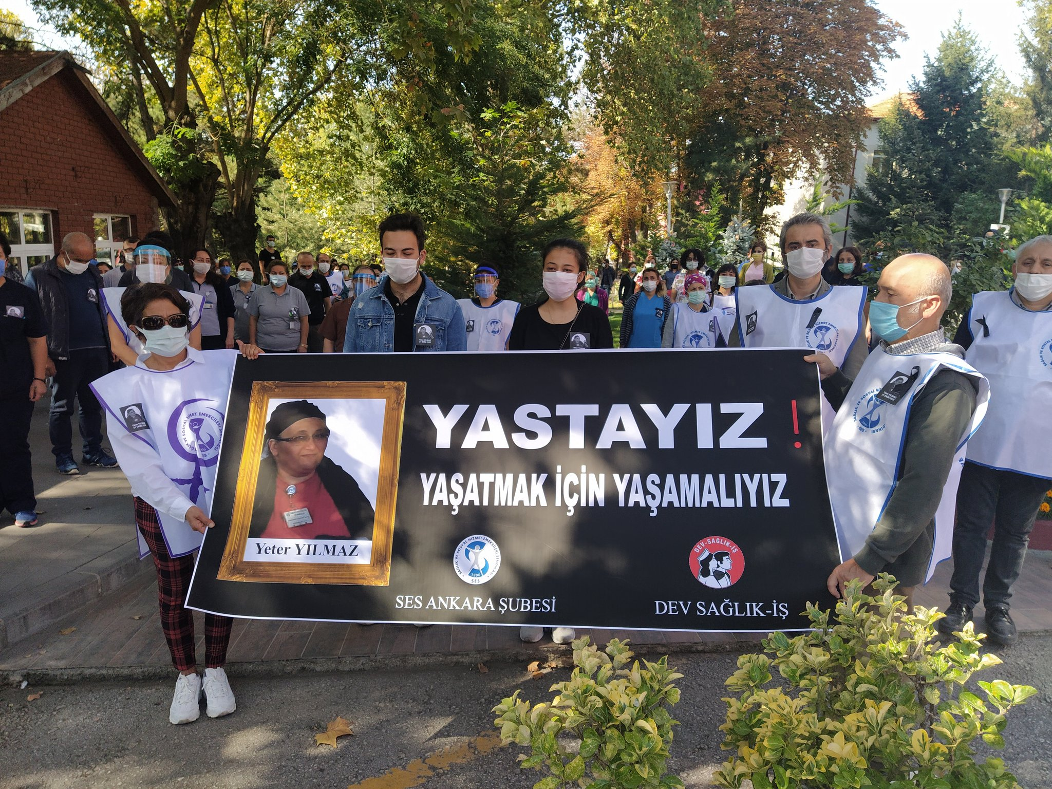 Ankara Şubemiz ve Dev Sağlık-İş Ankara Üniversitesi Tıp Fakültesi Cebeci Hastanesi'nde Covid Nedeniyle Yaşamını Yitiren Sağlık Emekçisi İçin Anma Gerçekleştirdi: Artık Yeter, Yaşatmak İçin Yaşamalıyız