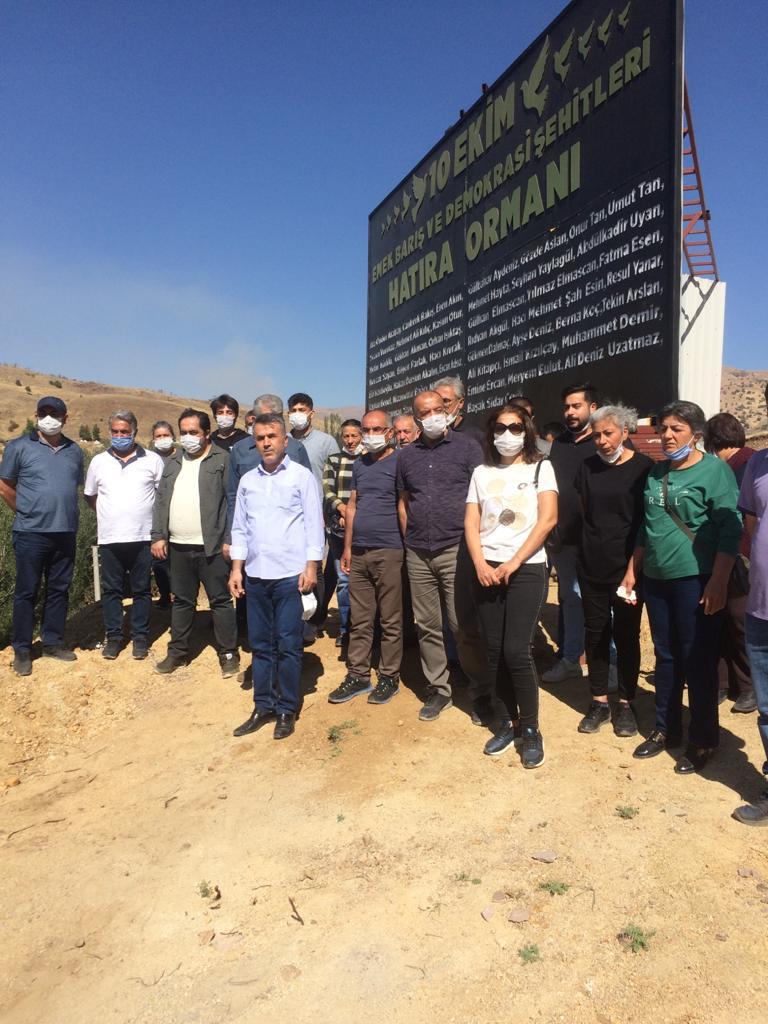 KESK Malatya Şubeler Platformu 10 Ekim Katliamında Hayatını Kaybedenleri Mezarları Başında Andı
