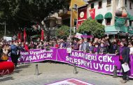 Antalya'da İstanbul Sözleşmesi'nden Vazgeçmiyoruz Eylemleri Devam Ediyor
