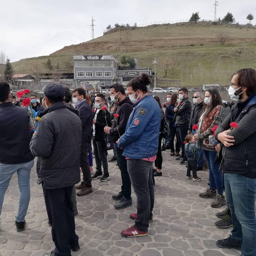 Diyarbakır Sağlık Platformu Covid-19 Nedeniyle Yaşamını Yitiren Sağlık Emekçilerini Andı