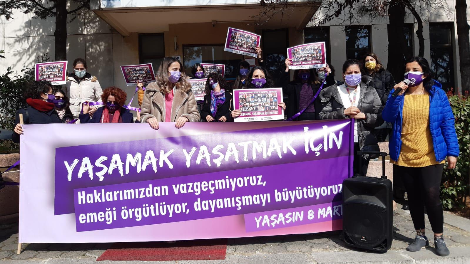 Kadın Sağlık ve Sosyal Hizmet Emekçileri 8 Mart'ta İş Yerlerinden Haykırdı: Yaşamak ve Yaşatmak İçin Haklarımızdan Vazgeçmiyoruz