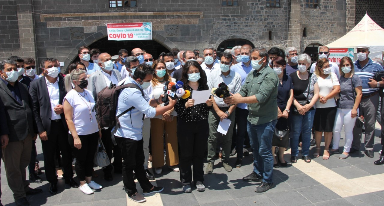 Diyarbakır Sivil Toplum Pandemi Koordinasyonu: Covid-19 Aşıları Etkili ve Güvenlidir. Kendimizi, Sevdiklerimizi ve Toplumu Korumak İçin Aşı Olalım!